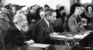 Martin Buber y Judah Magnes ante la Comisión Angloamericana en Jerusalén, 1946.